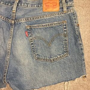 Cute Levis cut off jean shorts new vintage 501 32